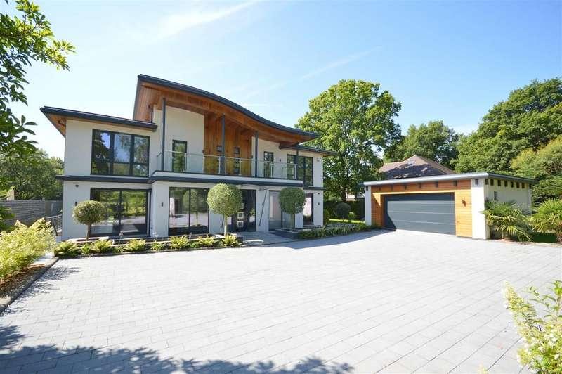 4 Bedrooms Detached House for sale in Sandy Lane, Kingswood