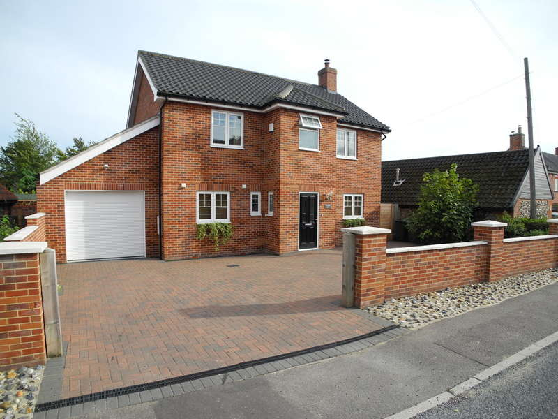4 Bedrooms Detached House for sale in Yarmouth Road, Broome, Bungay