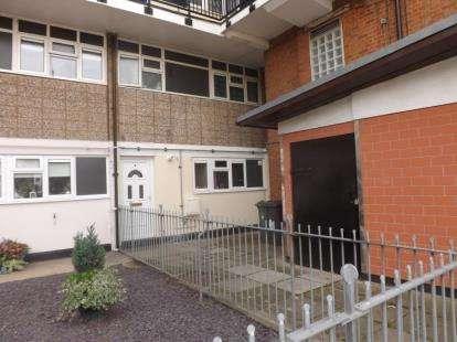 3 Bedrooms Maisonette Flat for sale in 49 Capworth Street, London