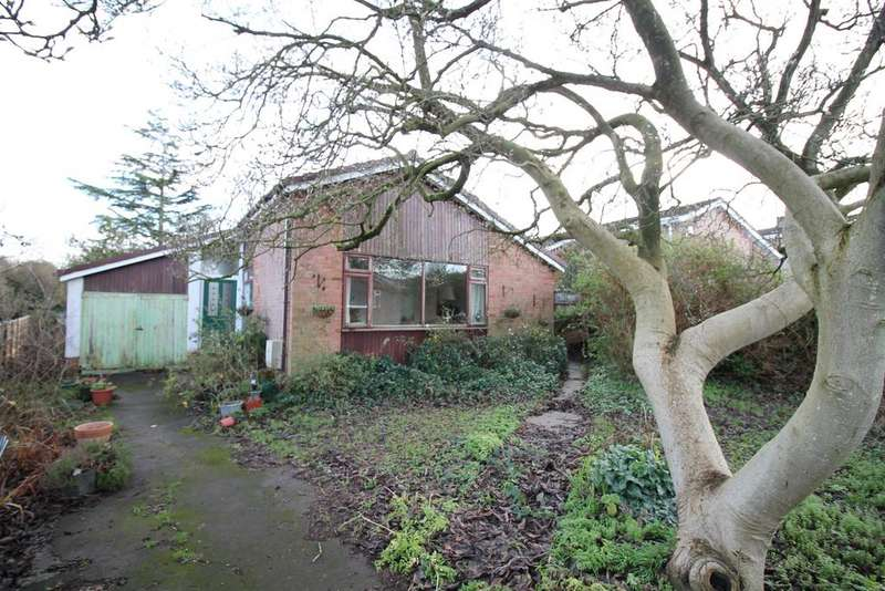 3 Bedrooms Detached House for sale in Brookside, Pill, North Somerset , BS20 0JX