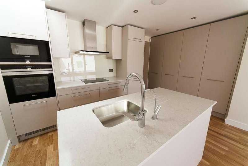 2 Bedrooms Ground Flat for sale in Dryden Road, Wimbledon, SW19