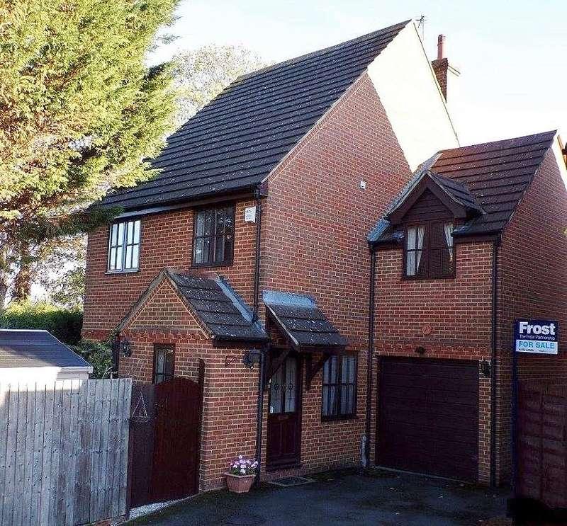 3 Bedrooms Detached House for sale in Parkside Walk, Slough, SL1