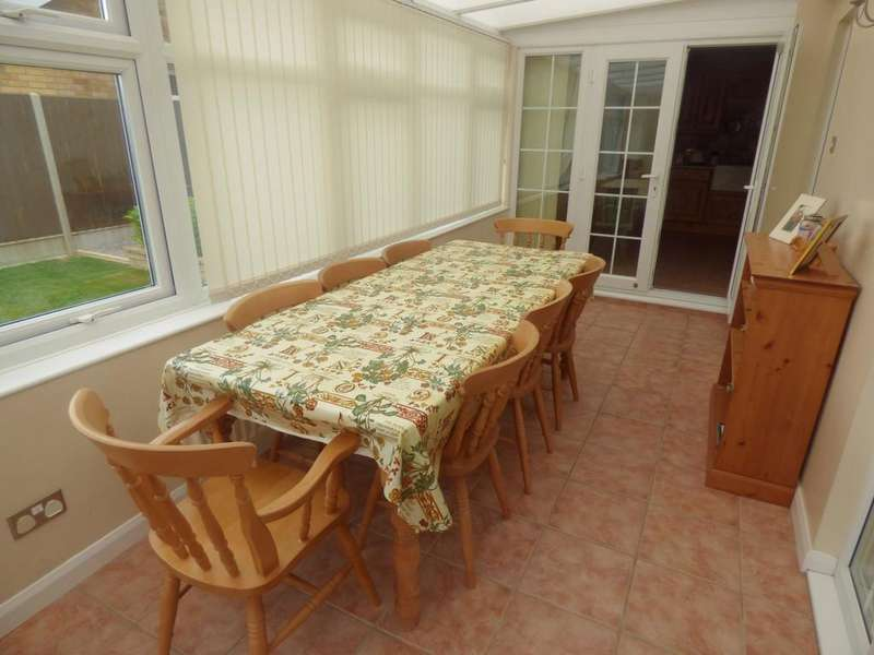 3 Bedrooms Detached House for sale in The Chase, Pinchbeck
