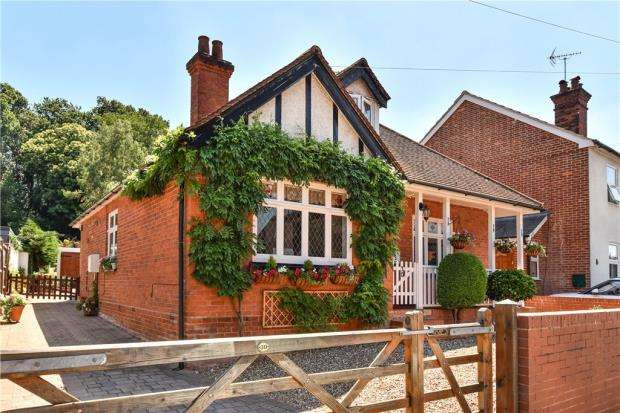 4 Bedrooms Detached House for sale in Forest Road, Crowthorne, Berkshire