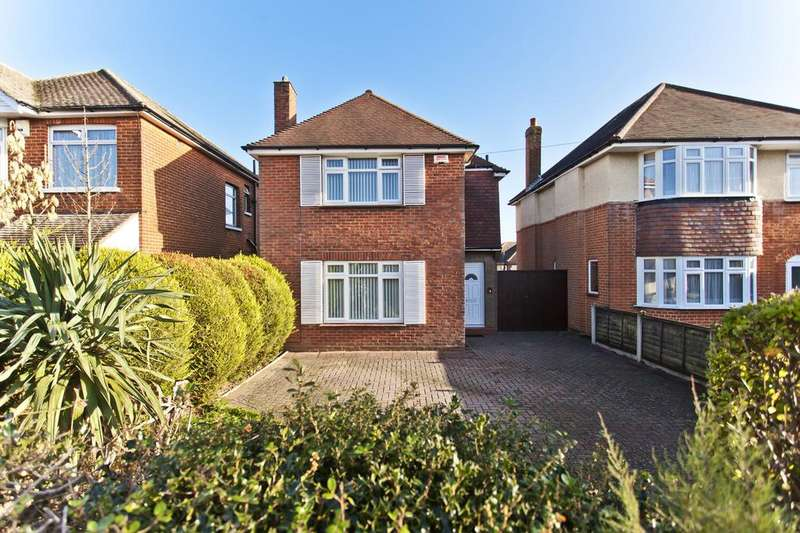 3 Bedrooms Detached House for sale in Leybourne Avenue, Bournemouth BH10
