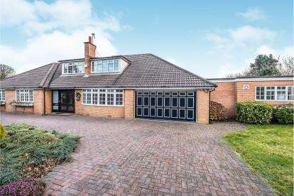 4 Bedrooms Bungalow for sale in Fleetwood Road, Southport, Merseyside, PR9
