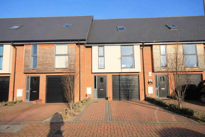 3 Bedrooms Town House for sale in Faircross Court, Thatcham, RG18