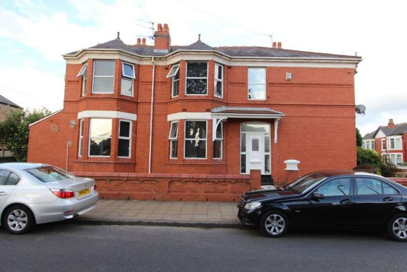 3 Bedrooms Semi Detached House for rent in St Johns Road, Old Trafford, Manchester, M16