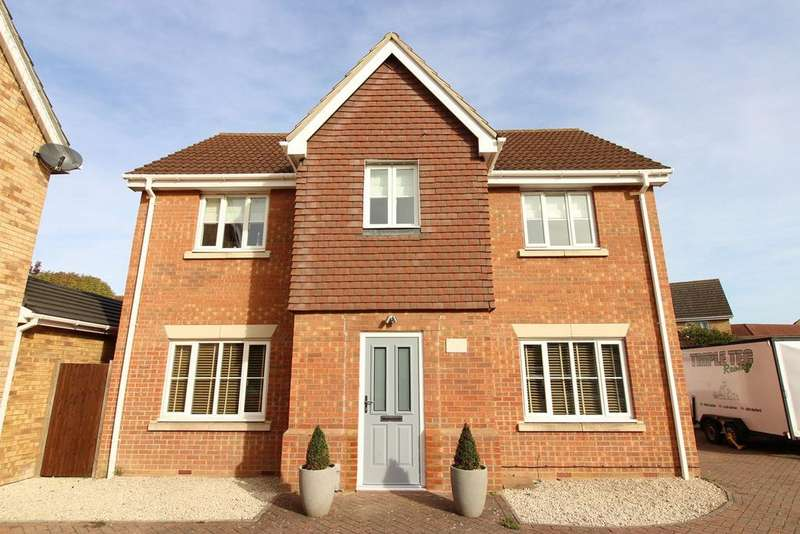 4 Bedrooms Detached House for sale in Heron Close, Shefford, SG17