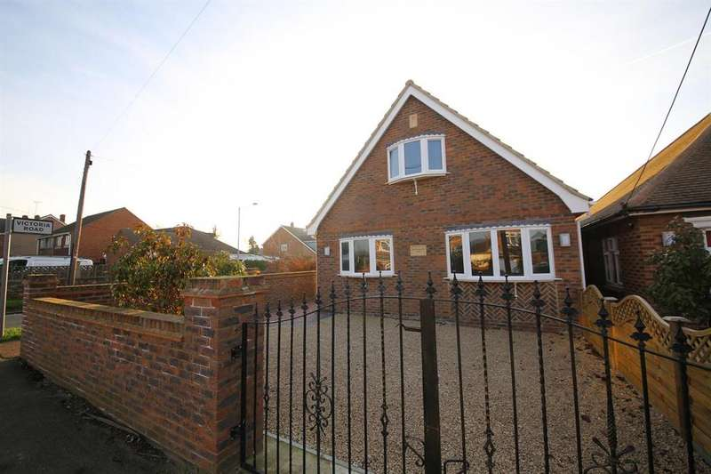 3 Bedrooms Chalet House for sale in Hillcrest Road, Horndon On The Hill