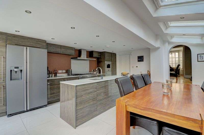 3 Bedrooms Property for sale in Pulross Road, London