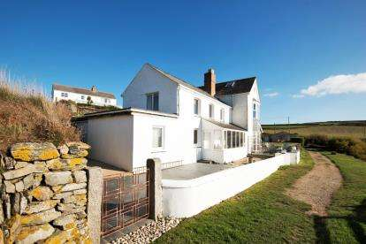 3 Bedrooms Semi Detached House for sale in Helston, Cornwall