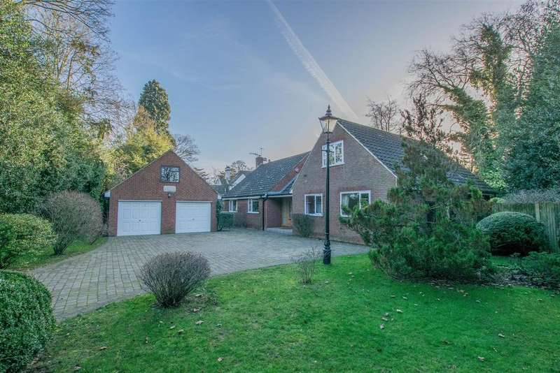 5 Bedrooms Detached House for sale in Church Path, Hertford