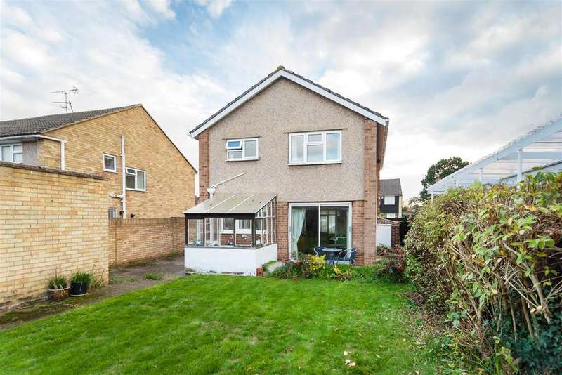 3 Bedrooms Detached House for sale in St. Johns Drive, Windsor