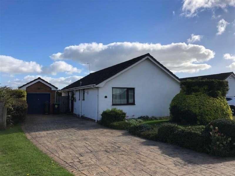 3 Bedrooms Detached Bungalow for sale in Trevalyn Way, Rossett, Wrexham
