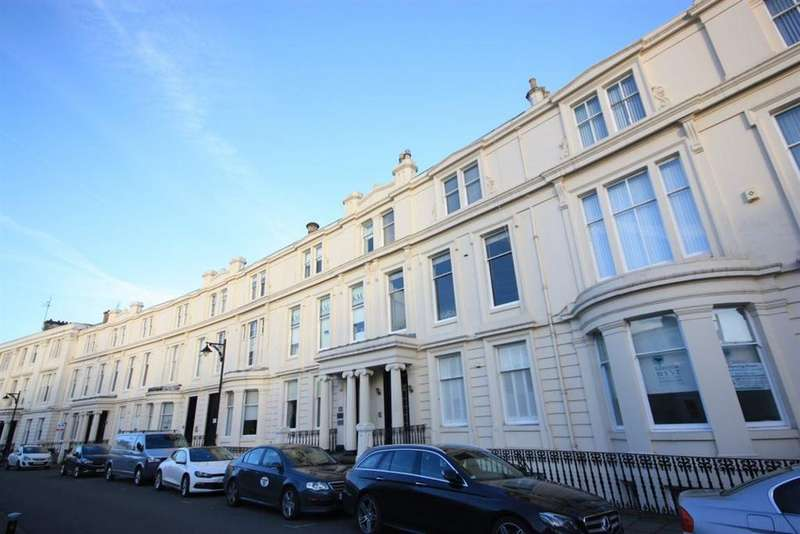 3 Bedrooms Flat for rent in 6 Royal Crescent, Glasgow G3 7SL