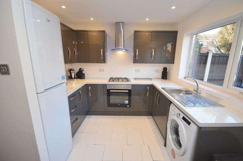3 Bedrooms Semi Detached House for sale in Chalgrave Close, Widnes