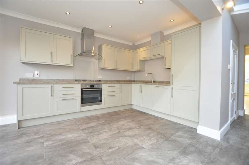 3 Bedrooms Terraced House for sale in Manor Road, Old Moulsham