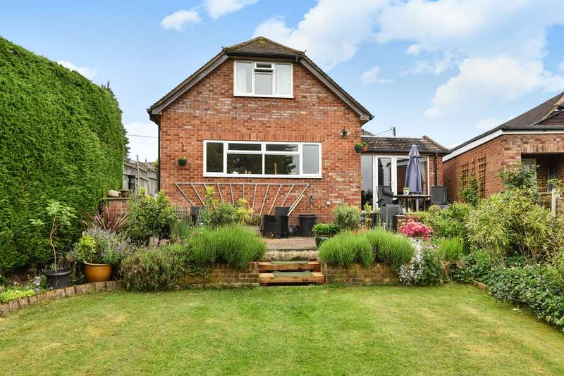 4 Bedrooms Detached House for sale in Hill Farm Road, Marlow Bottom
