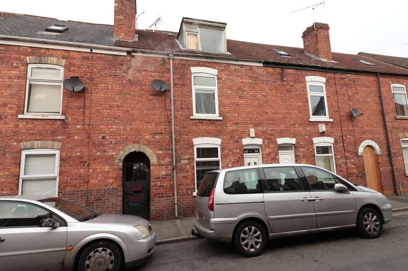 3 Bedrooms Terraced House for sale in Tower Street, Gainsborough, Lincolnshire, DN21