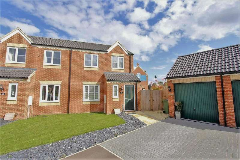 3 Bedrooms Semi Detached House for sale in Bath Close, Bourne