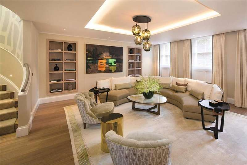 3 Bedrooms Flat for sale in The Buckingham, 8-9 Buckingham Gate, St. James's Park, London, SW1E