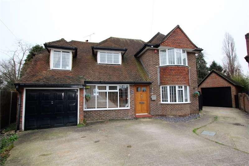 4 Bedrooms Detached House for sale in Ashview Close, Ashford, Surrey