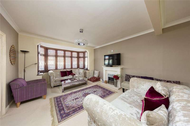 3 Bedrooms Semi Detached House for sale in Beaminster Gardens, Barkingside, Ilford, IG6