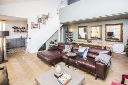 2 Bedrooms Flat for sale in 60 Fairfield Road, London