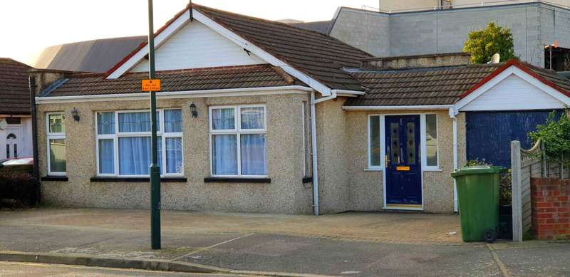 3 Bedrooms Bungalow for sale in St Michaels Road, Welling