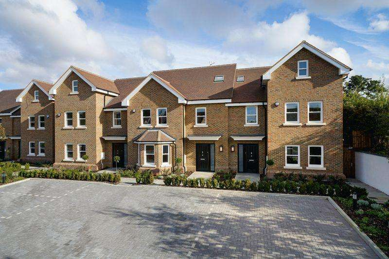 4 Bedrooms End Of Terrace House for sale in The Harrows, Harpenden