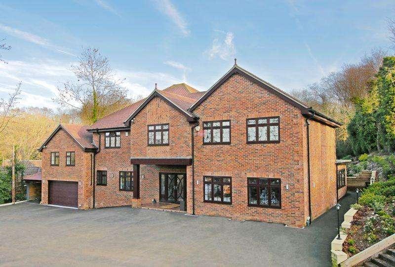 5 Bedrooms Detached House for sale in Spekes Road, Gillingham