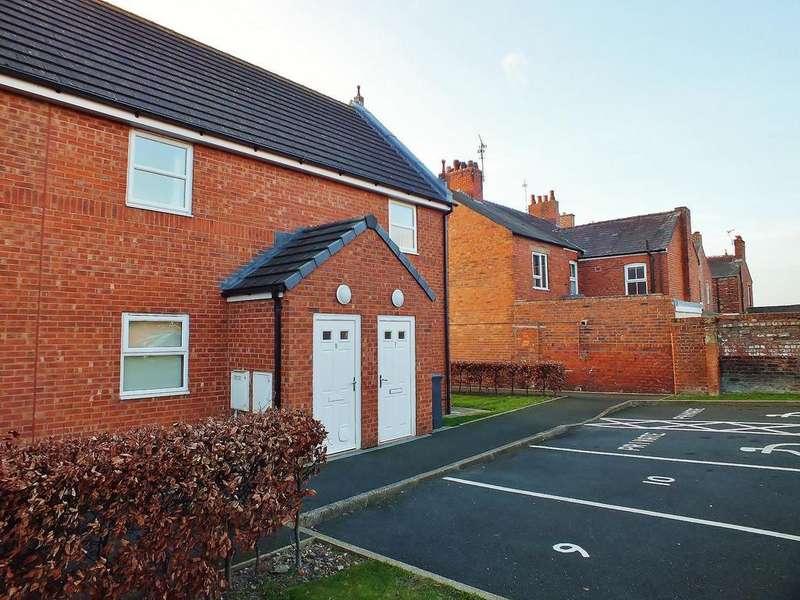 2 Bedrooms Apartment Flat for sale in Britannia Close, Rhosyllen