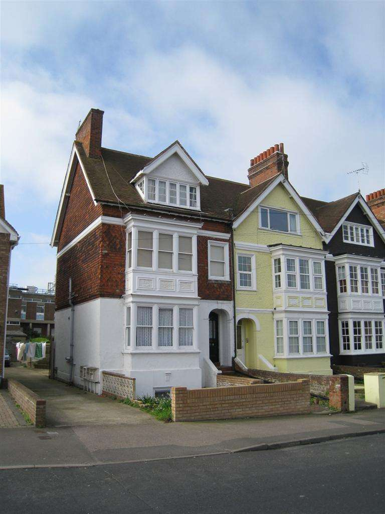 2 Bedrooms Block Of Apartments Flat for sale in Westgate Bay Avenue