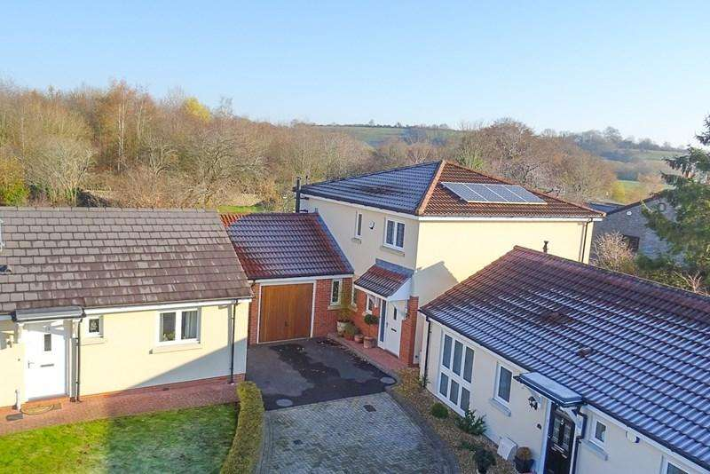 4 Bedrooms Detached House for sale in Stone Hill View, Hanham, Bristol