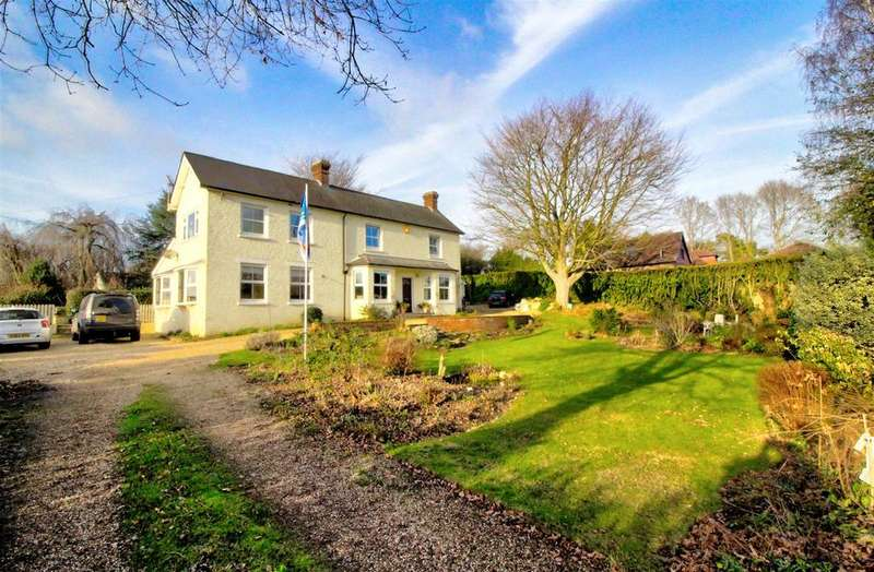 5 Bedrooms Detached House for sale in Sandleheath, Fordingbridge, Hampshire