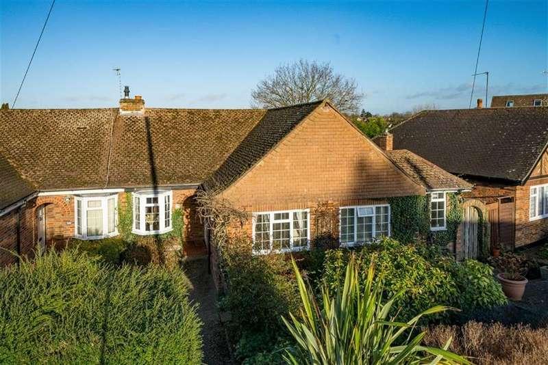 4 Bedrooms Semi Detached Bungalow for sale in Park Rise, Harpenden, Hertfordshire