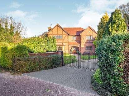 5 Bedrooms Detached House for sale in Main Road, Gedling Village, Nottinghamshire