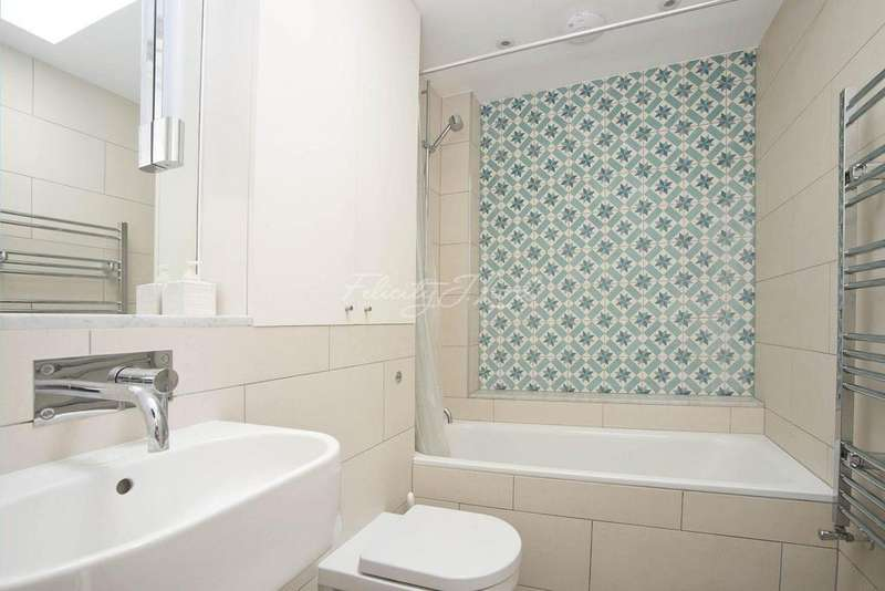 3 Bedrooms Terraced House for sale in Brick Lane, E2
