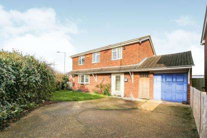 4 Bedrooms Detached House for sale in Bell Close, Westoning, Beds, Bedfordshire
