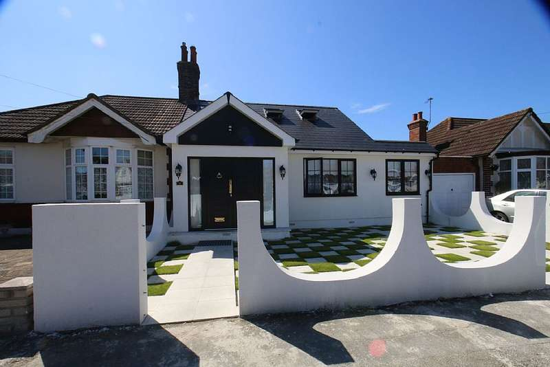 4 Bedrooms Semi Detached Bungalow for sale in Melbourne Gardens, Romford, Essex, RM6 6TB