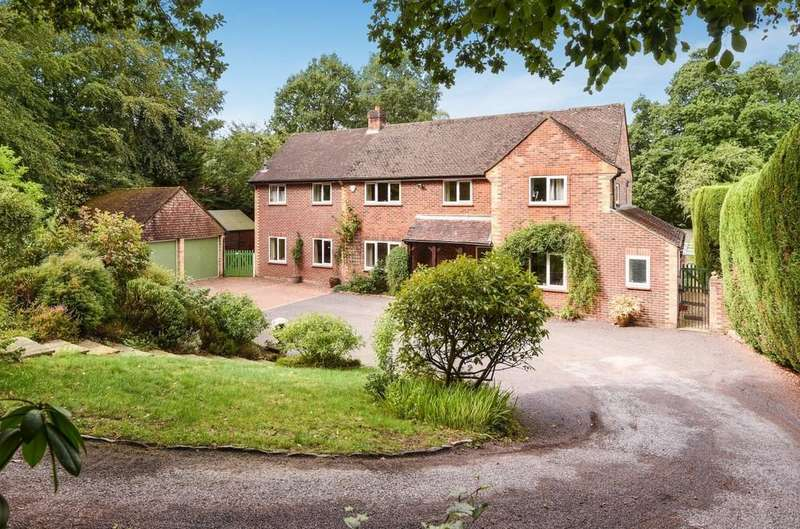 4 Bedrooms Detached House for sale in Church Lane, Ewshot