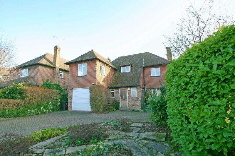 4 Bedrooms Detached House for sale in Mayflower Way, Farnham Common