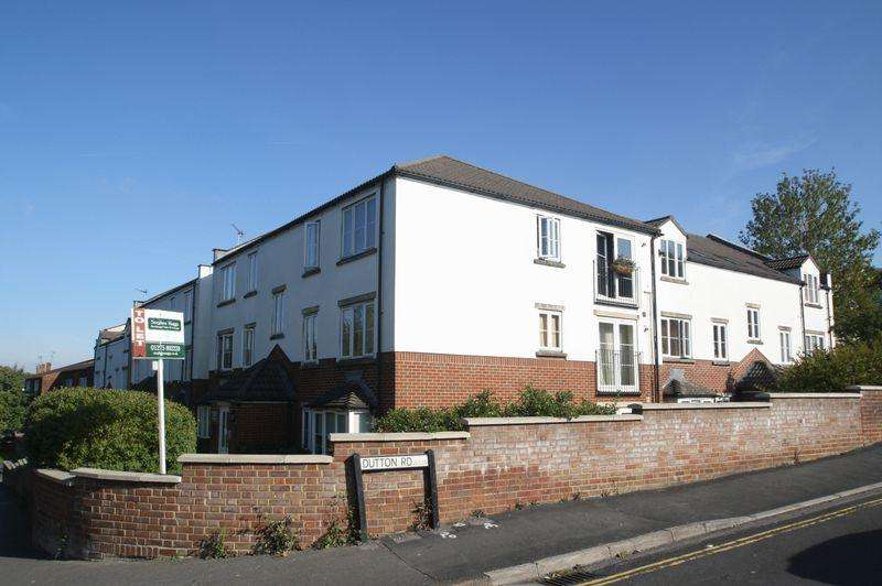 2 Bedrooms Ground Flat for sale in Sturminster Lodge, Stockwood, Bristol, BS14