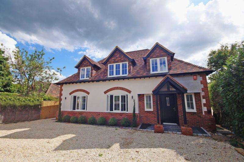 4 Bedrooms Detached House for sale in Moat Lane, Prestwood