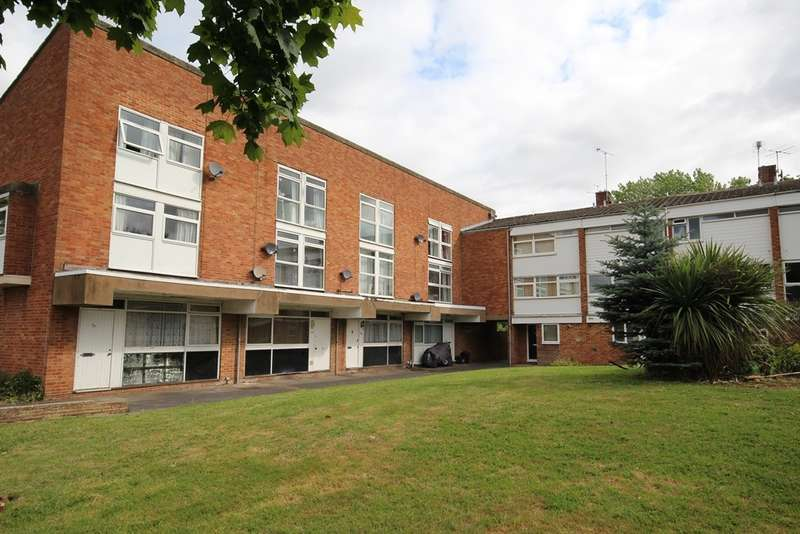 2 Bedrooms Flat for sale in Colleton Drive, Twyford, RG10