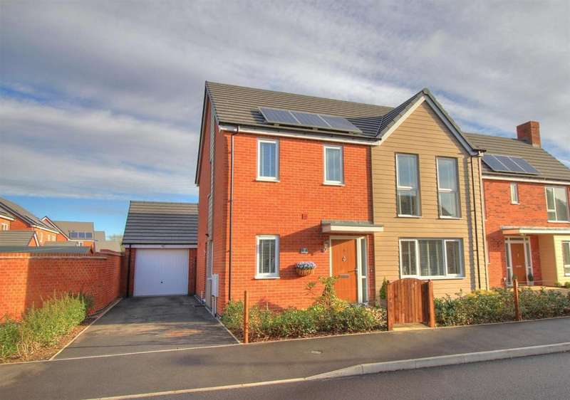 4 Bedrooms Detached House for sale in Buckthorn Road, Coalville