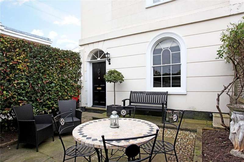 2 Bedrooms End Of Terrace House for sale in Adelaide Square, Windsor, Berkshire, SL4