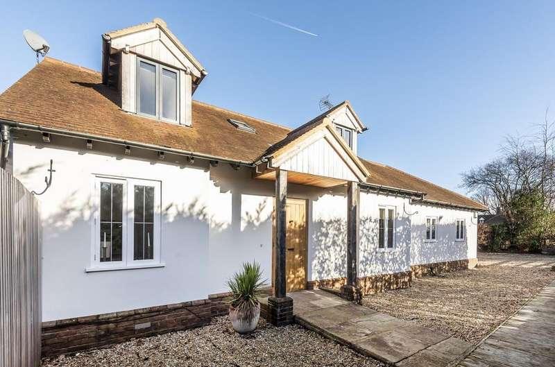 4 Bedrooms Detached House for sale in Rival Moor Road, Petersfield, GU31