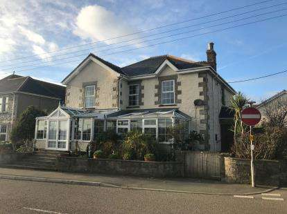 8 Bedrooms Detached House for sale in Mullion, Cornwall